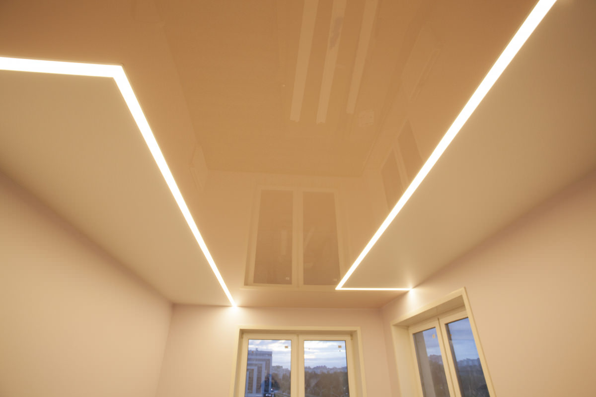 потолок световые линии